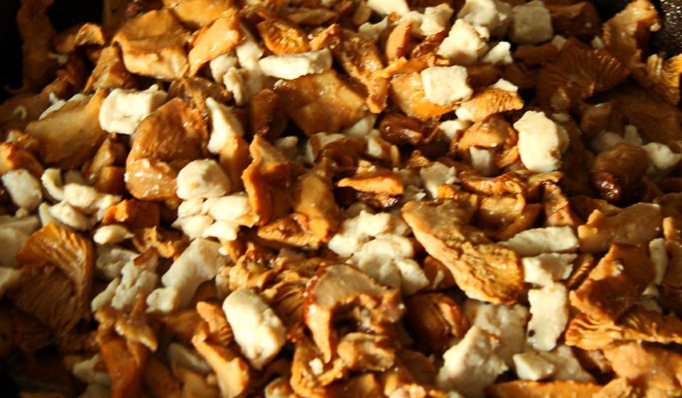 Жюльен с курицей и грибами, приготовленный в свежем картофеле блюда из курицы,блюда с грибами,овощные блюда