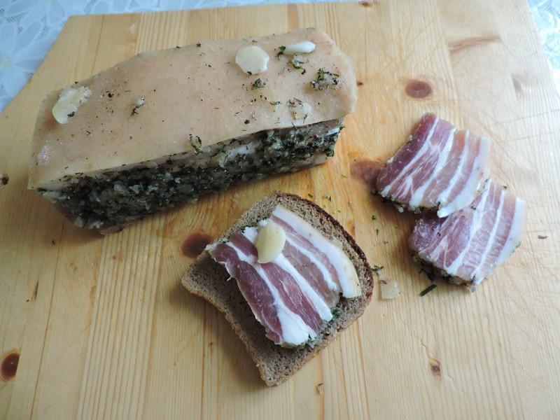 Деликатес своими руками: самый простой и быстрый рецепт свиной грудинки