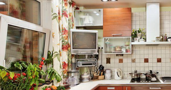 Как выбрать место для телевизора на кухне
