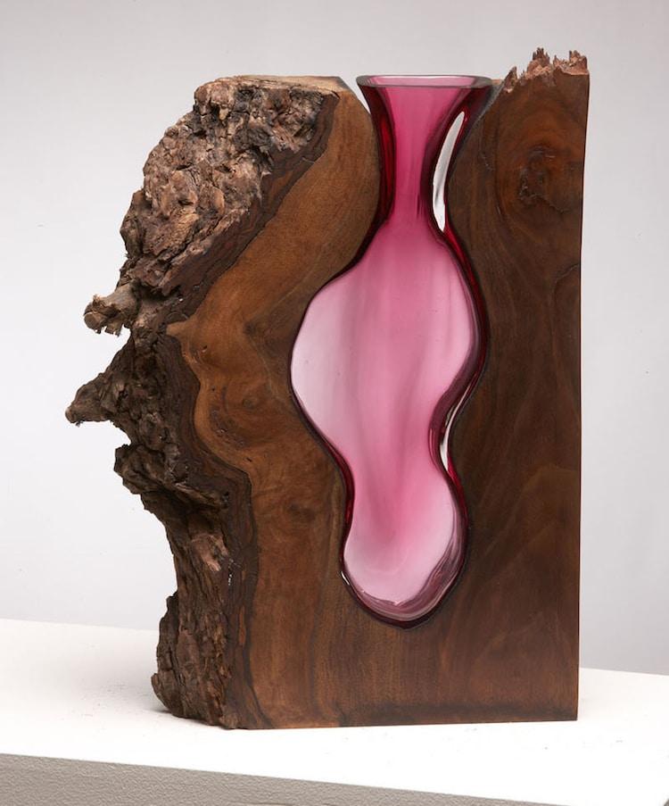 Потрясающие скульптуры из горячего стекла и распилов дерева