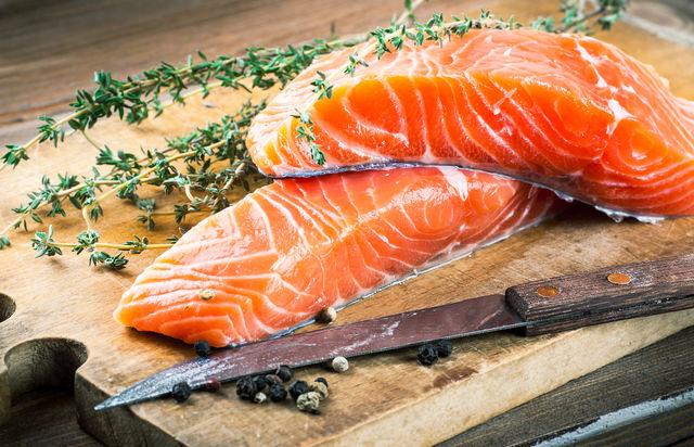 Полезные вещества, содержащиеся в морской рыбе, улучшают состав крови и препятствуют появлению тромбов