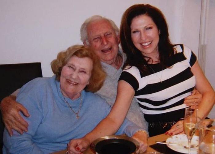 Муж и жена, прожившие вместе 70 лет, не отпустили друг друга даже перед смертью Отношения, Больница, Старики, Длиннопост
