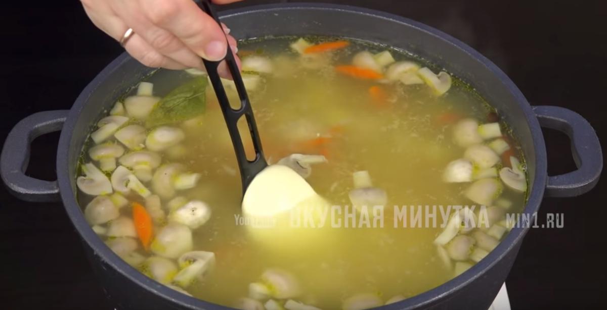 Сырный суп: мой любимый рецепт (муж по два раза за добавкой ходит) добавляю, нарезаю, Морковь, Картофель, плавленый, мелко, можно, перца, фрикадельки, минут, картофеляШампиньоны, частей, пластиковых, готовности, небольшом, зависимости, размера, душистого, отправляю, кастрюлюЧерез