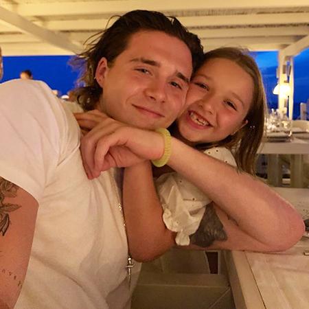 Конные прогулки, спа и семейные вечера: Дэвид и Виктория Бекхэм с детьми продолжают отдыхать в Италии Звездные дети