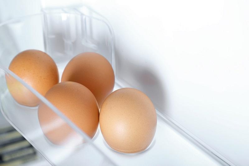 яйца в холодильнике