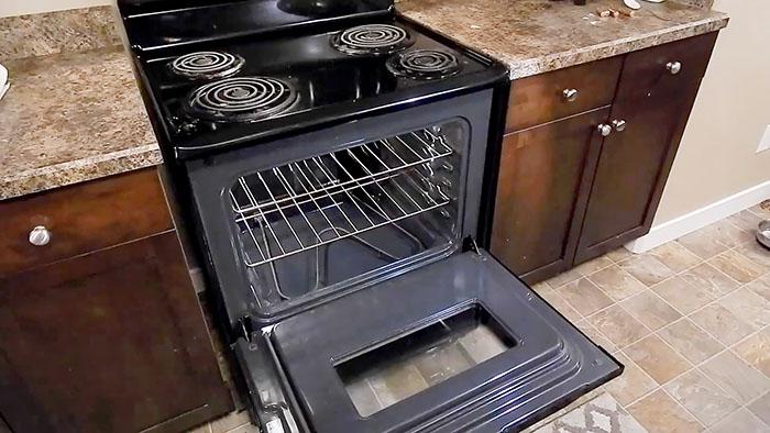 Как очистить духовку с помощью соды и уксуса