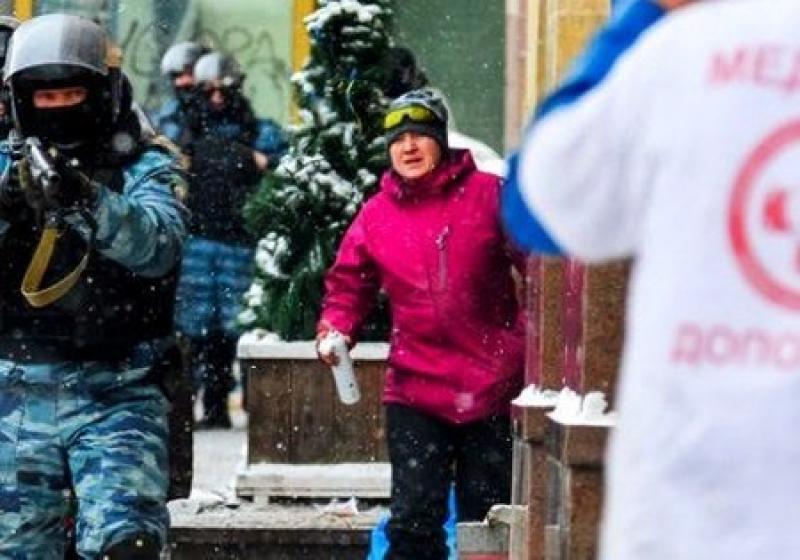 Украинский журналист о Савченко: эта «курва» подносила патроны на Майдане «Беркуту»