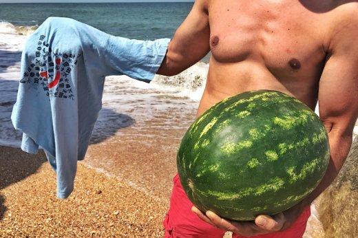 Лайфхак. Как легко охладить арбуз или пиво на пляже в сильную жару