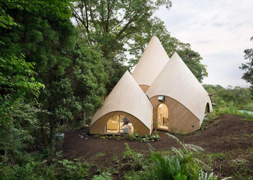 Уютный лесной дом по проекту японского архитектора