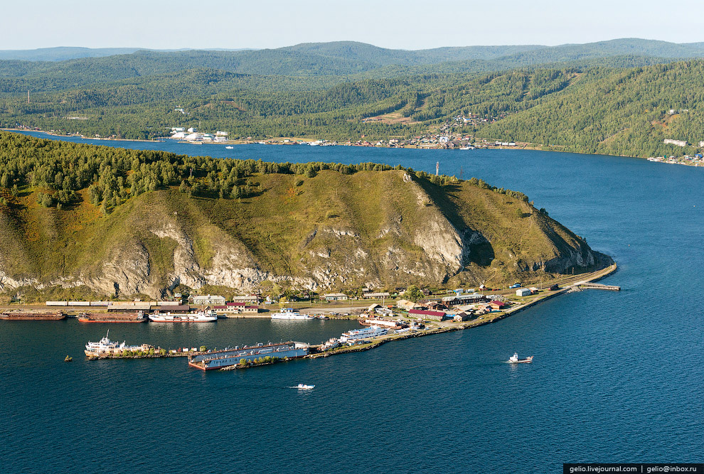 Посёлок Байкал — конечный пункт Кругобайкальской железной дороги.