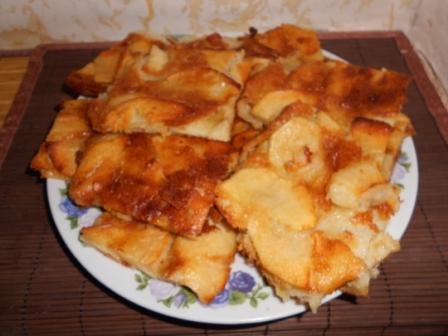 Простой пирог с яблоками – нежные лепестки