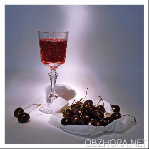 Вино,коктейль,ликеры,амаретто домашнего приготовления.