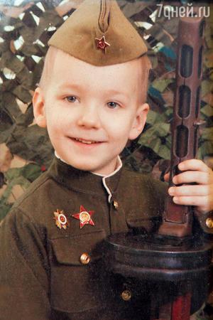 Единственный правнук актрисы Володя Ивашов назван в честь знаменитого прадедушки. 2011 г.