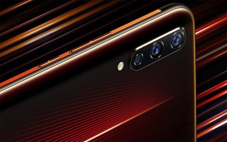 Смартфон-первенец Vivo iQOO: чип Snapdragon 855, до 12 Гбайт ОЗУ и тройная камера новости
