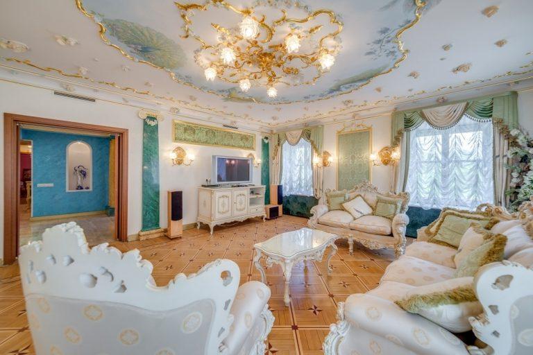 Волочкова сдаёт 4-комнатную квартиру в Питере за 500 тысяч. Кому царский интерьер?