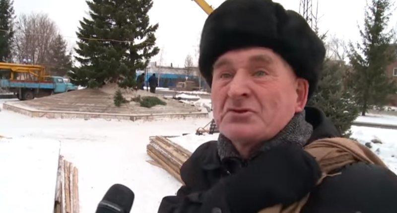 «Как Вам елочка?»: дедуля рассказал журналистам всё, что думает об этой ёлочке