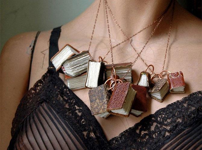 Изыски винтажной моды: ожерелье из мини-фолиантов