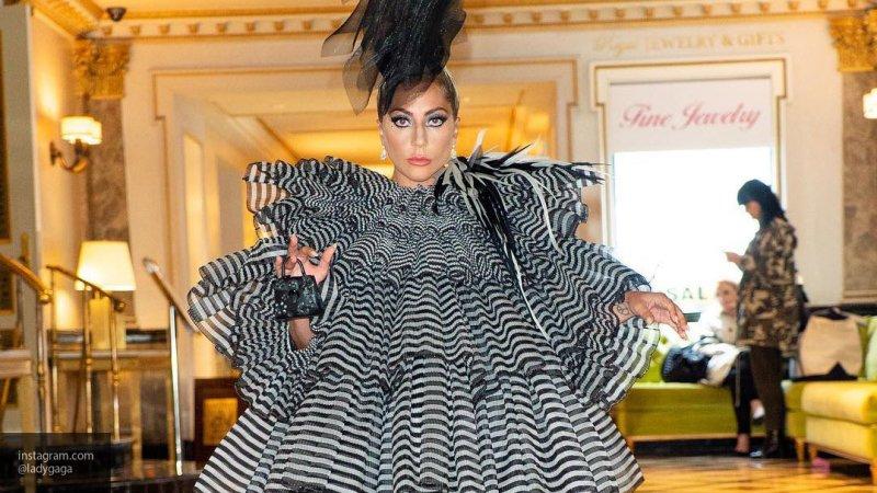 Леди Гага жестом дала понять, что с ней все в порядке