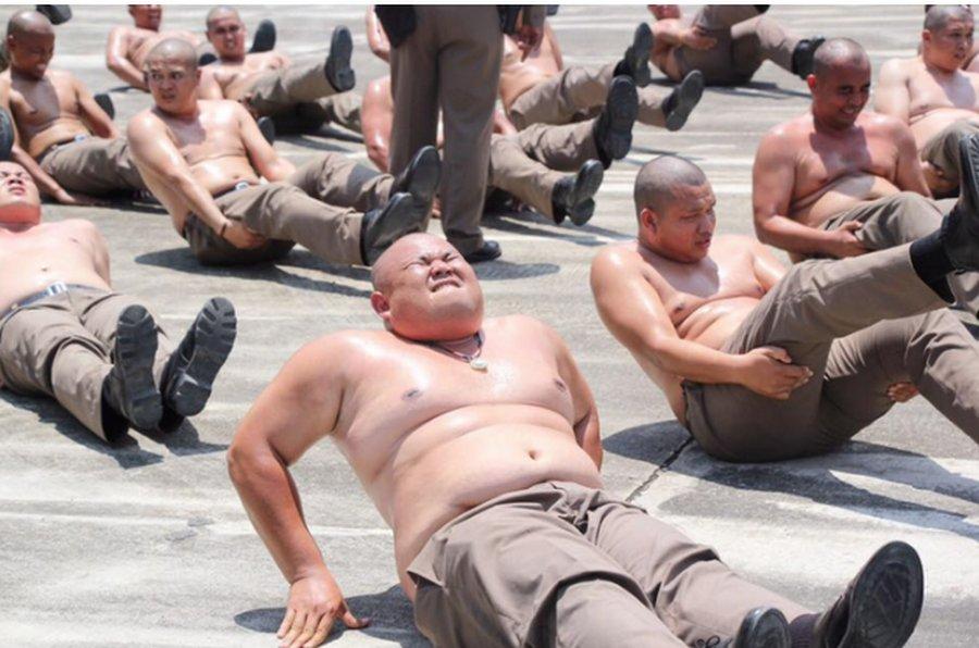 В специальный «лагерь» в Таиланде отправляют толстых полицейских
