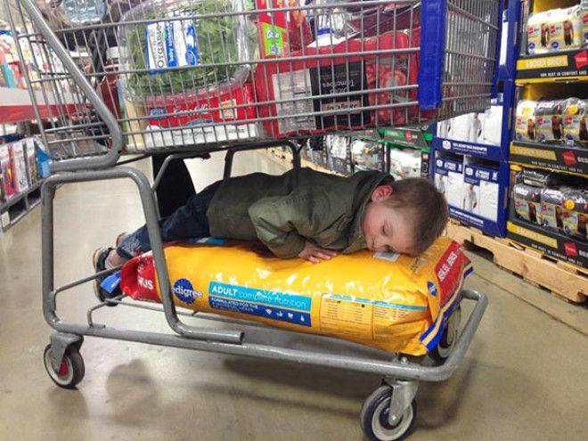 30 доказательств того, что дети могут спать где угодно и как угодно
