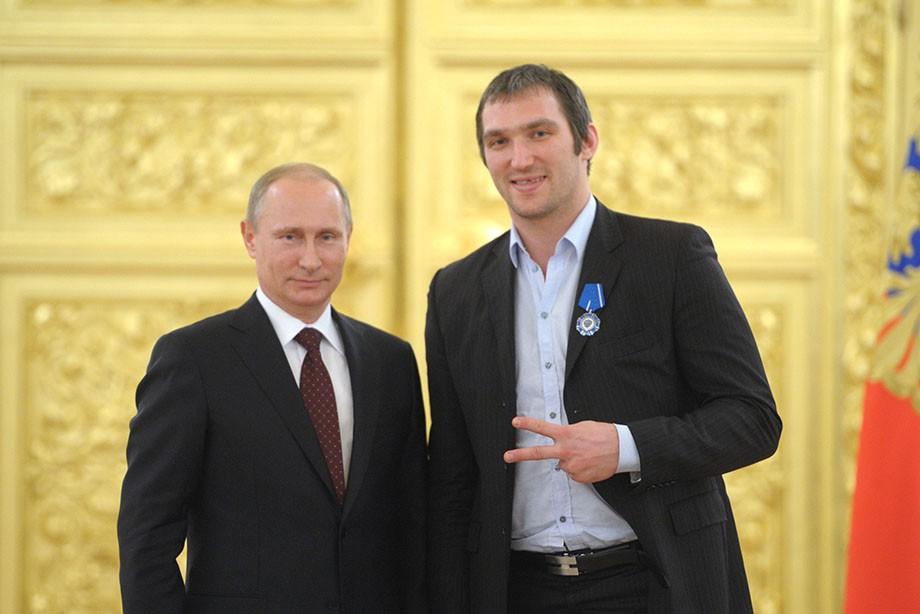 Putin team (Команда Путина) –Овечкин организовал  движение, объединяющее поддержку президенту РФ