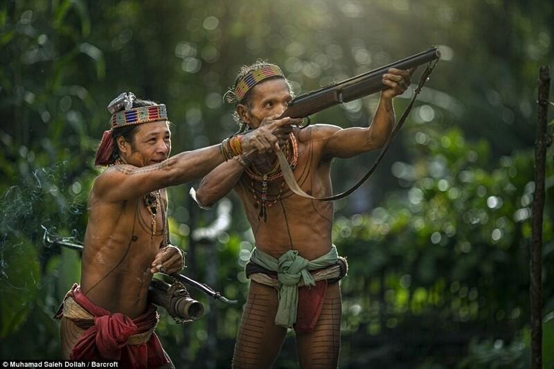 Дети природы: жизнь удивительного индонезийского племени Ментавайцев на фото
