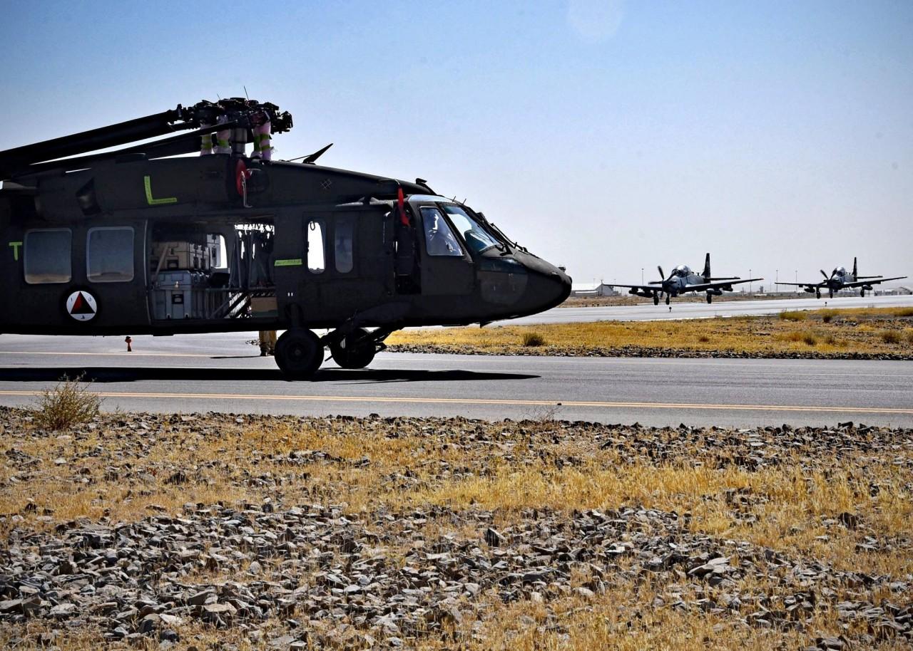 Афганистан получил первые два вертолета Black Hawk