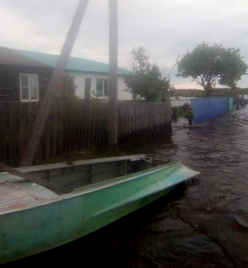 Выдуманный потоп: Чиновникам миллионы – люди на улице россия