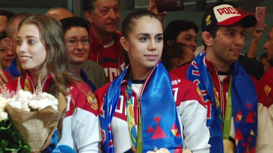 Мухин назвал хорошим знаком возвращение российским спортсмена национального флага.