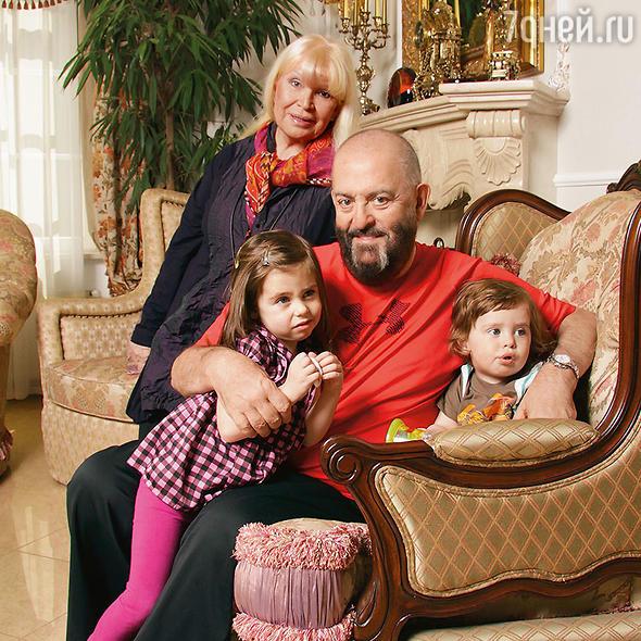 месяц композитор семья михаила шуфутинского фото некоторого терпения