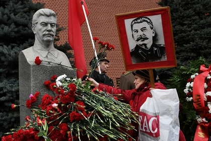 Половина россиян положительно оценила деятельность Сталина в годы войны