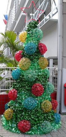 Оригинальные идеи для новогоднего декора из обычных пластиковых бутылок декор