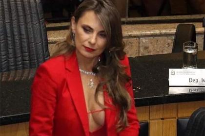 Cлишком сексапильная сенаторша вызвала ажиотаж в сети