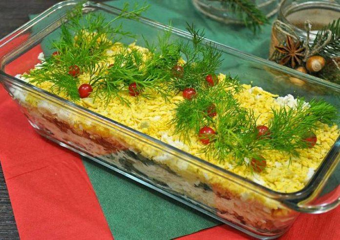 «Праздничный» слоёный салат на новогодний стол