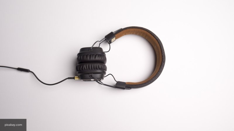 Прослушивание музыки во время работы не дает мыслить нестандартно, считают ученые