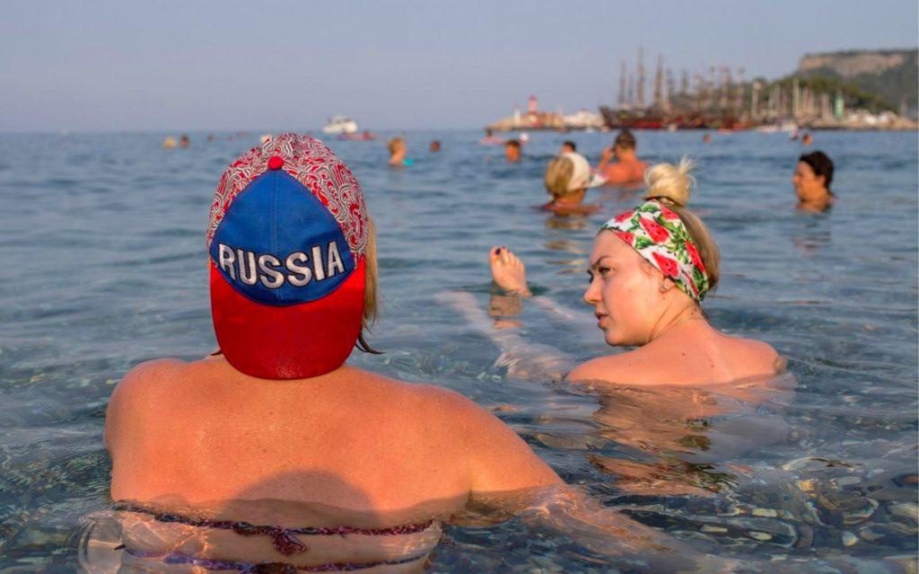 Россияне объяснили, что их останавливает от заграничных поездок