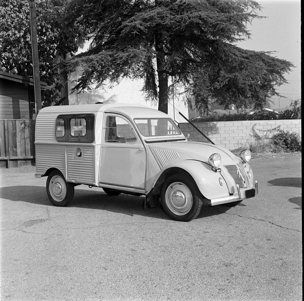 Citroen 2CV Fourgonnette - Фургон для бедных французских фермеров история