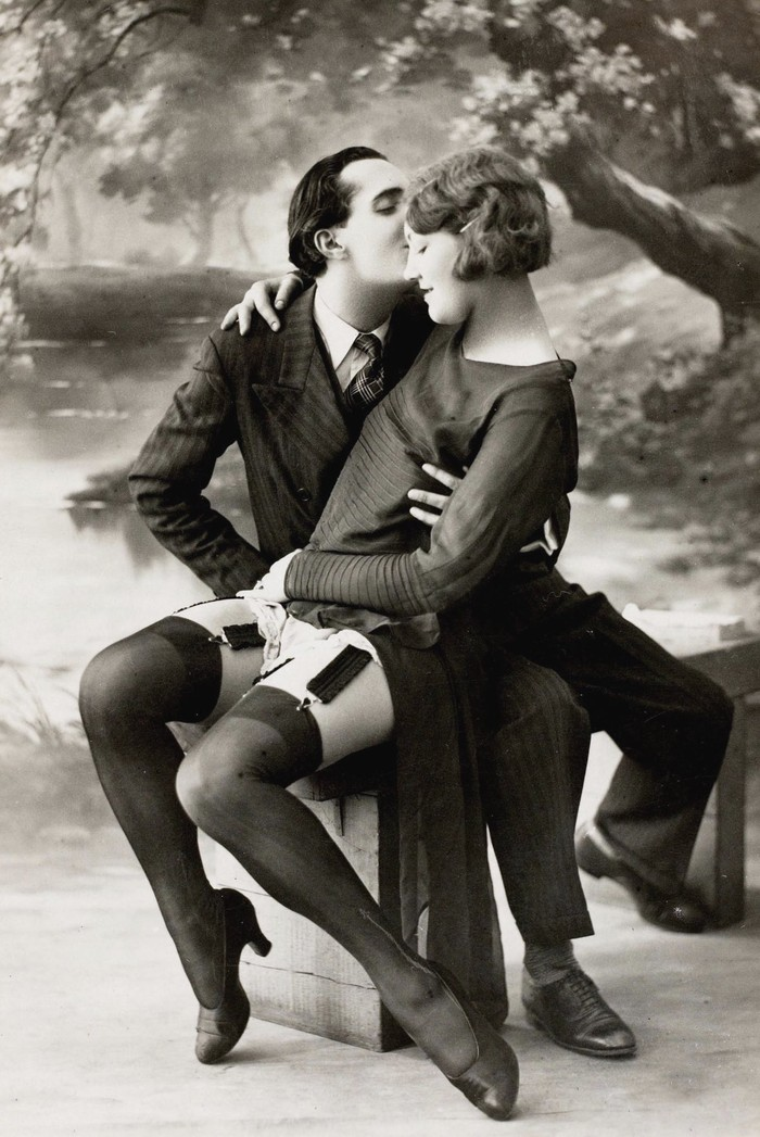 О времена! О нравы! Как выглядели эротические открытки в 20-е