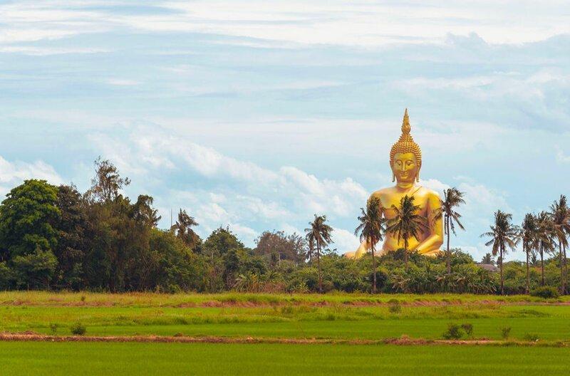 Великий Будда в Ангтхонге, 92 м, Таиланд. Монумент изготовлен из железобетона с последующим нанесением золотой краски. На его строительство понадобилось 18 лет (1990–2008 годы) в мире, высота, красота, люди, памятник, подборка, статуя, факты