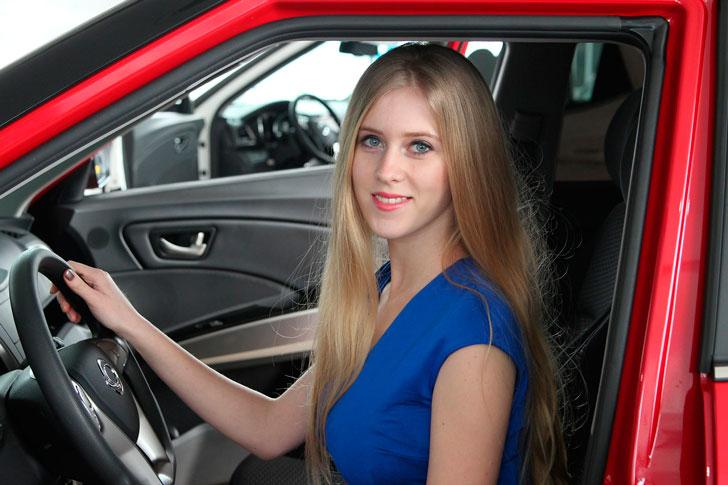 Блондинка за рулем заставила валяться от смеха по полу весь автосервис
