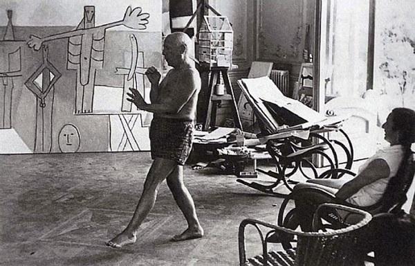 Пикассо танцует перед Жаклин Рок, вилла Калифорния, Канны, 1957.