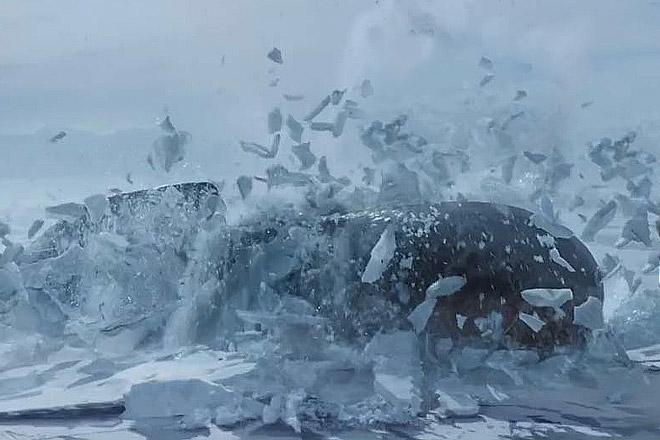 Американския субмарина пробила арктический лед и всплыла в Арктике