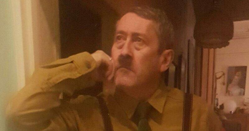 Лондонскому двойнику Гитлера живется непросто