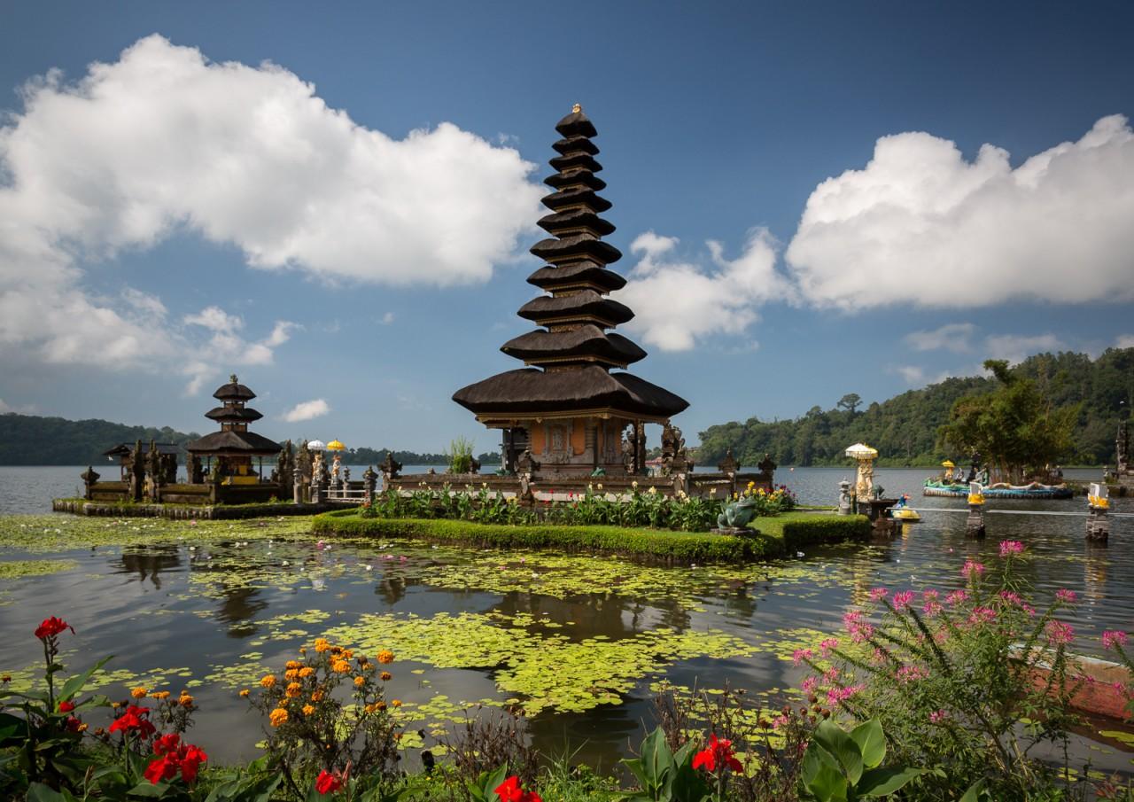 Удивительный храм Пура Улун Дану на Бали