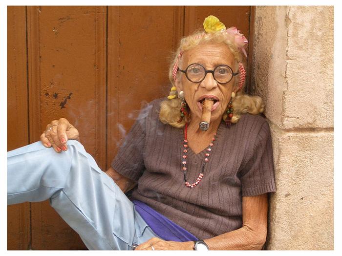 фото курящих старых дам - 8