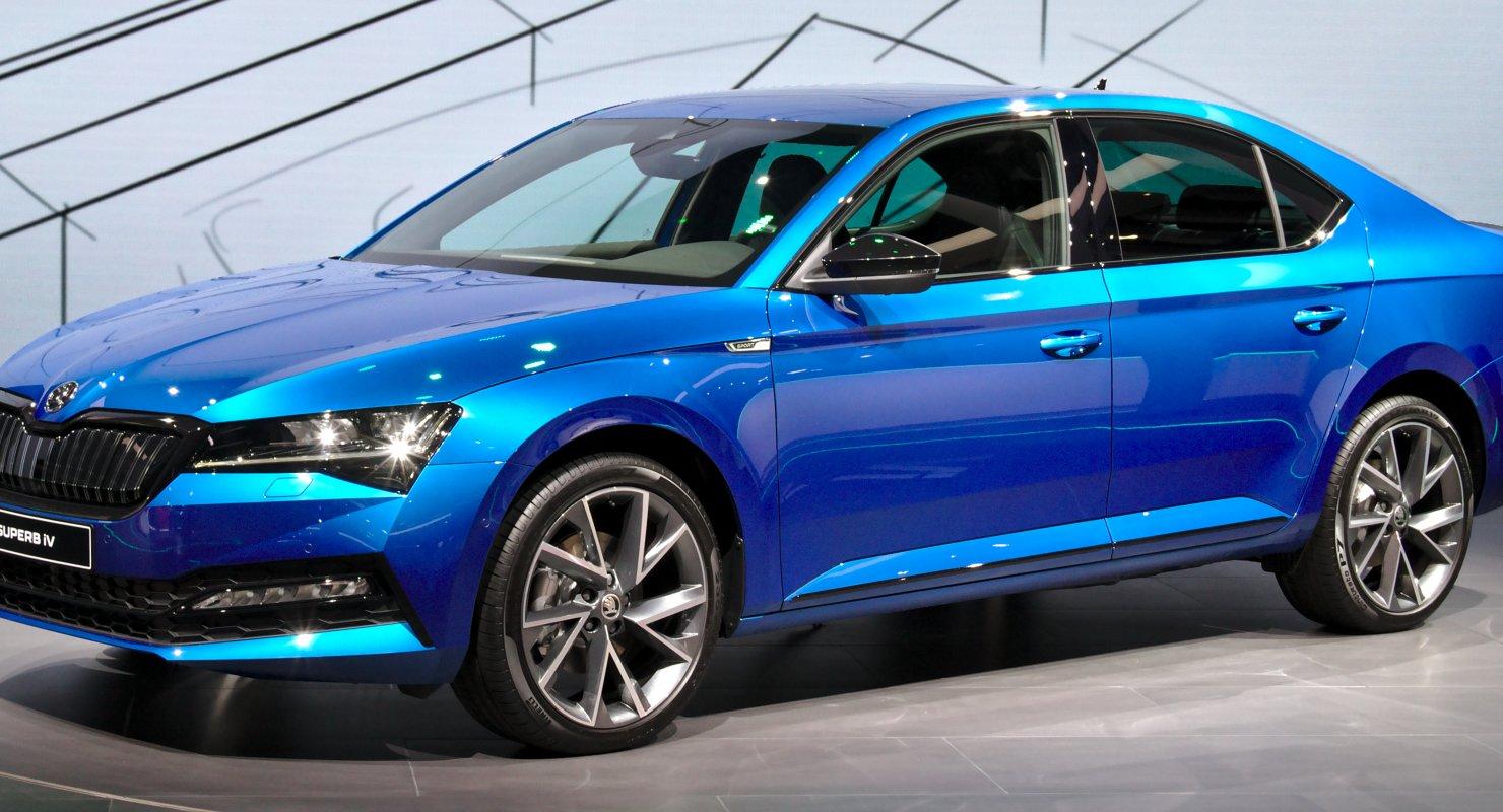 На премиальную модель Škoda Superb в мае будет действовать специальное предложение Автомобили