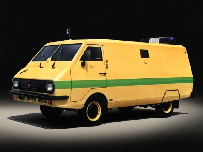 Броневик с деревянным полом: как создавался первый инкассаторский микроавтобус СССР
