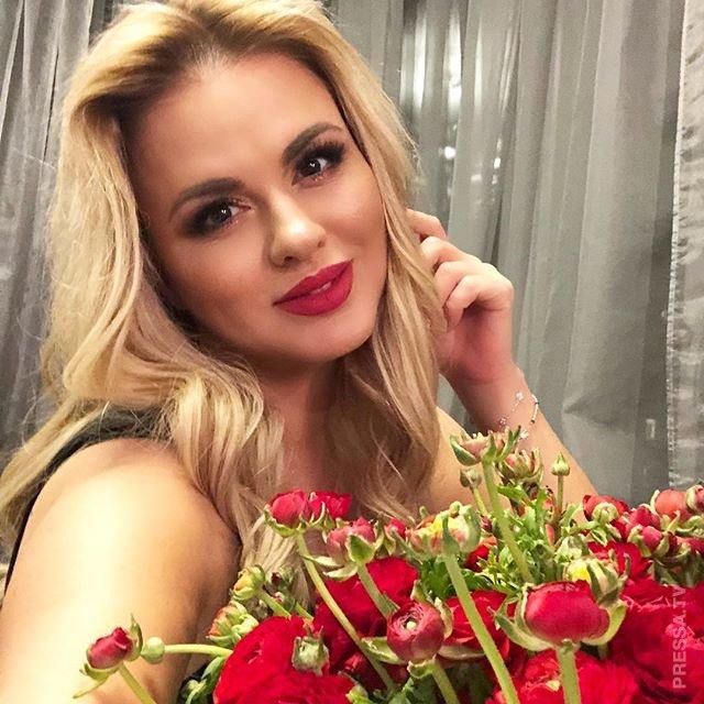 Анна Семенович поделилась пикантным снимком в нижнем белье