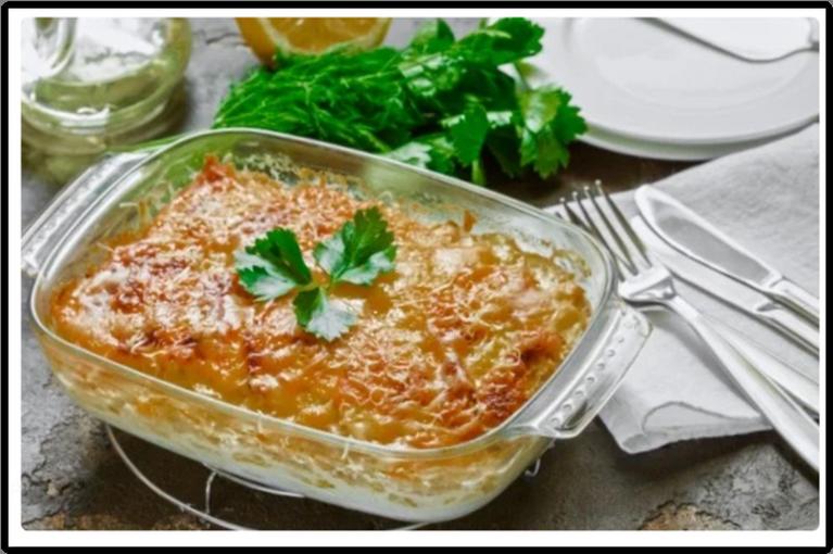 Минтай с овощами под сырно-сметанным соусом.
