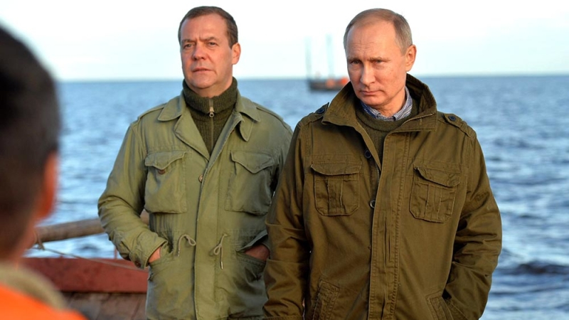 Как Медведев в отставку в 20…